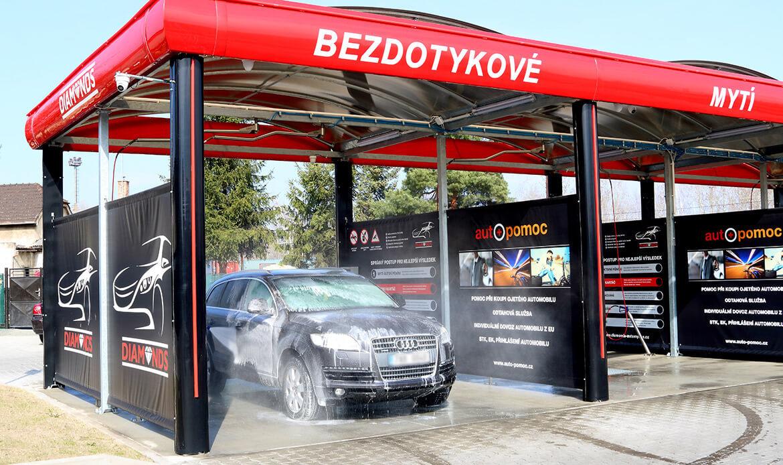 Mytí auta v bezkontaktní myčce Diamonds v Nymburce.